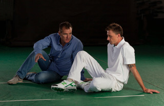 Dale Steyn and Grattan Rippon having a chat.